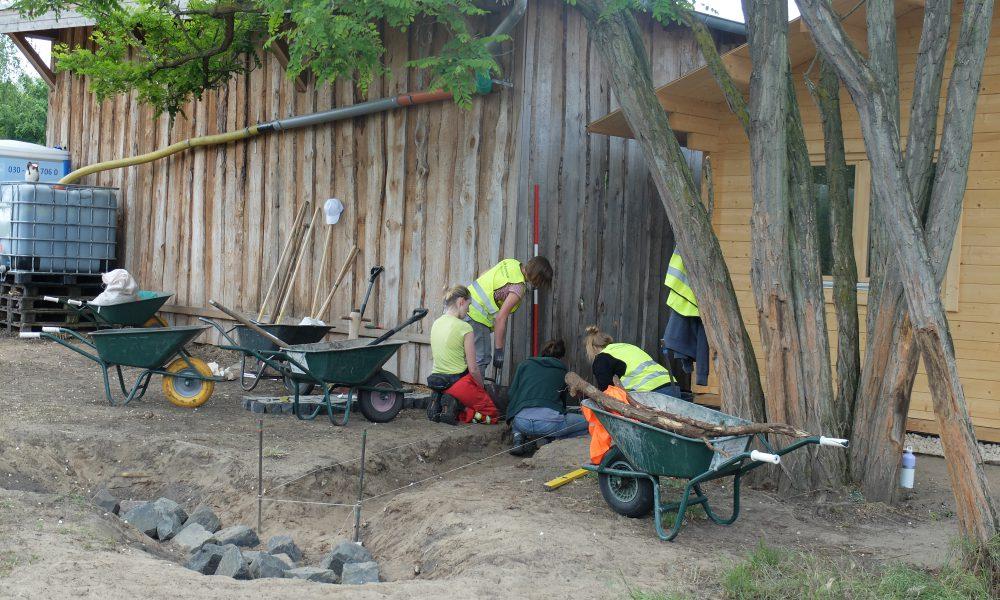 Studierende der Beuth Hochschule bauen die Naturschutzstation um